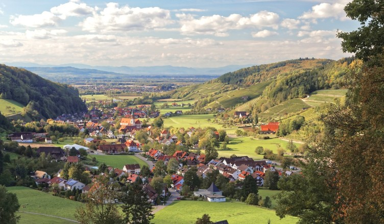 Ausblick vom Kappenbühl über das Tal nach Westen