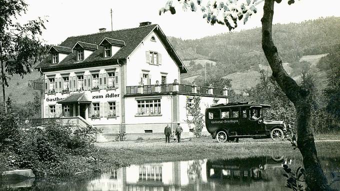 Das Gasthaus zum Adler mit dem Sägeweiher
