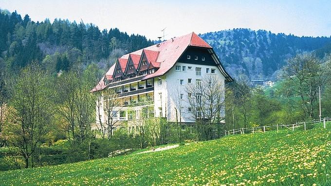 Der Carlsbau wurde als Schwarzwaldklinik berühmt